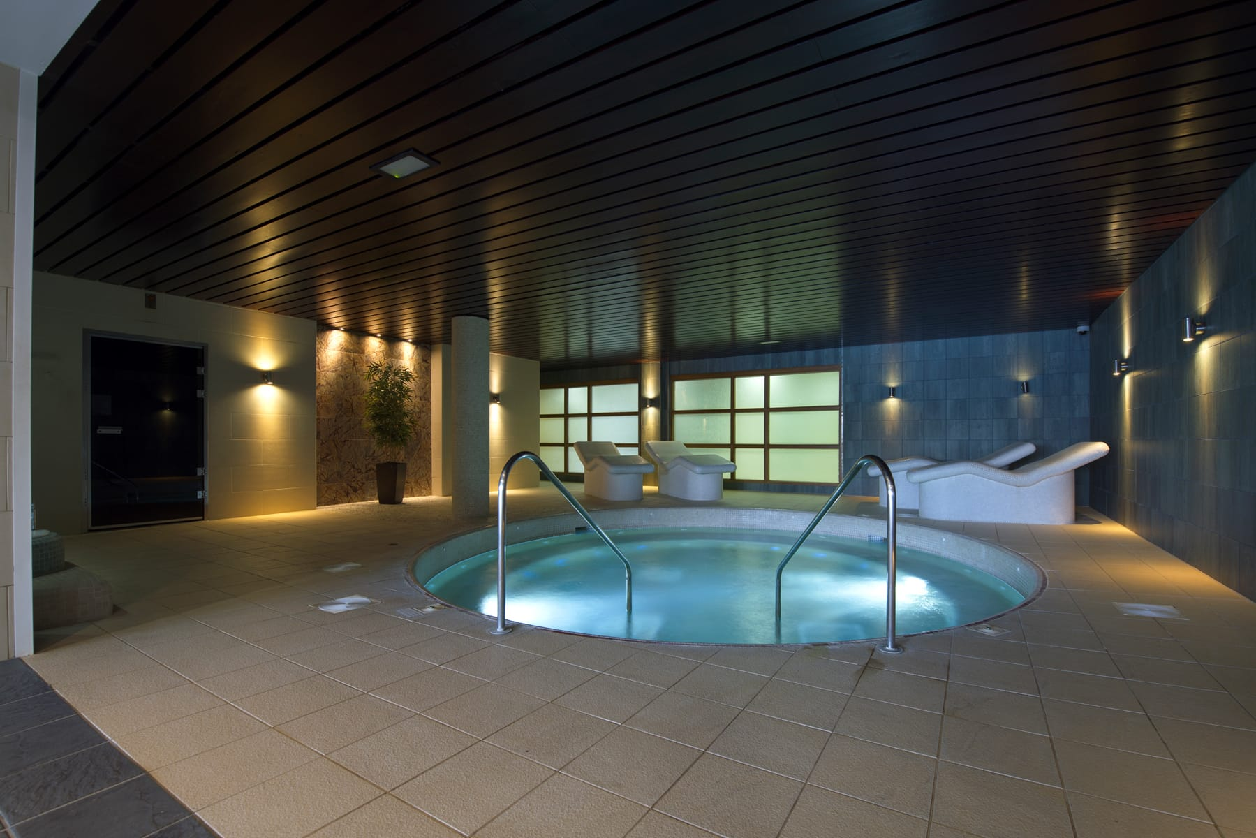 Bubble, pool, jacuzzi Bicester
