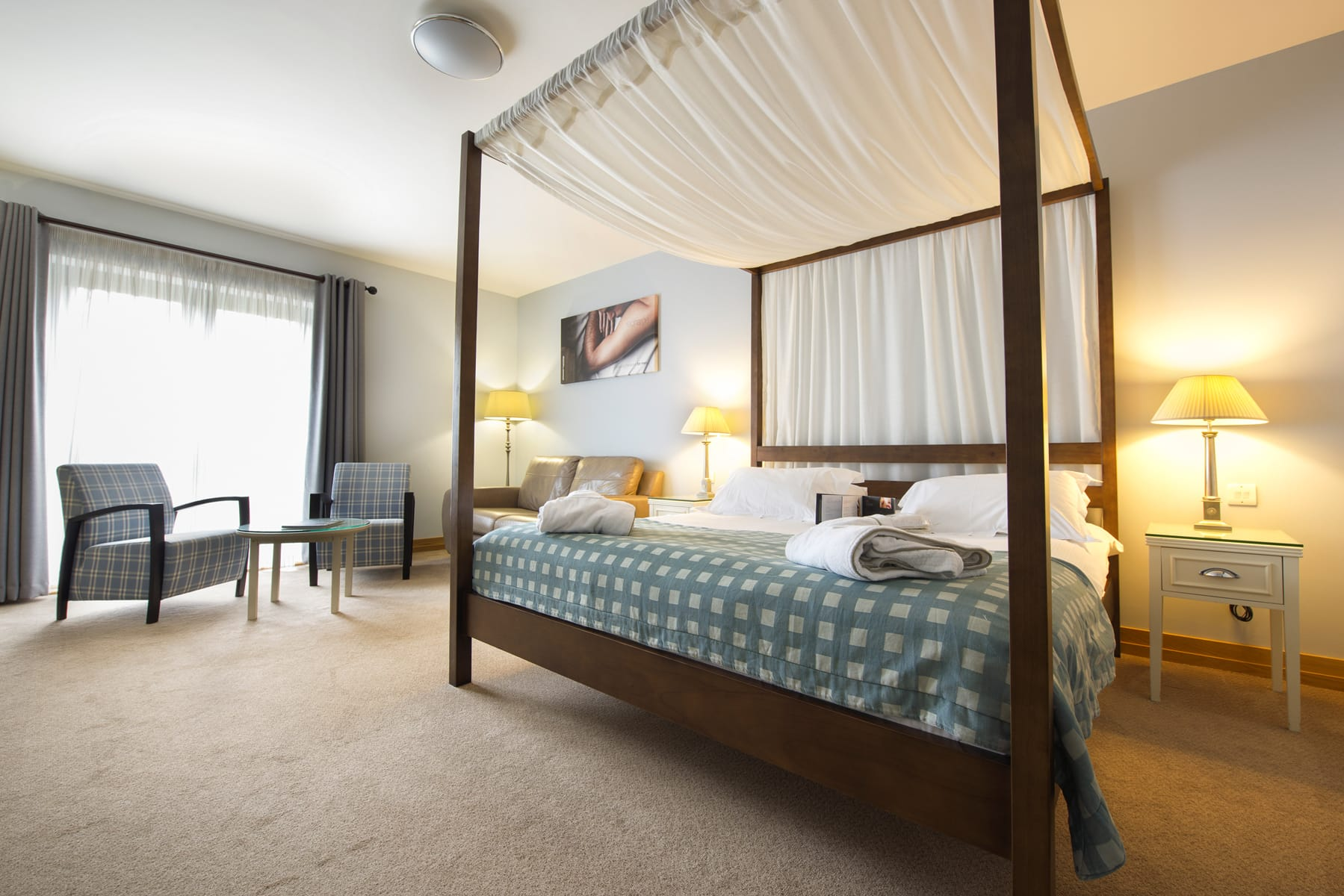 Feature room, four poster bed